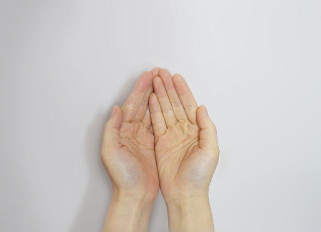 hand-506754_640