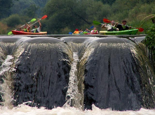 waterfall-1549635_640